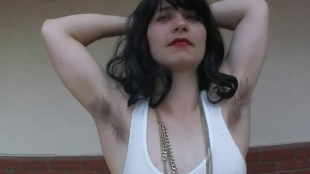 Corps de la dame pournou hindi brune la plus recherchée