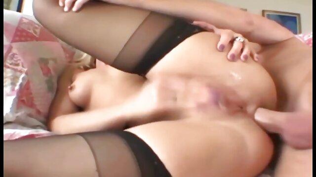 La flamme s'amuse dans la fenêtre sex pournou arab
